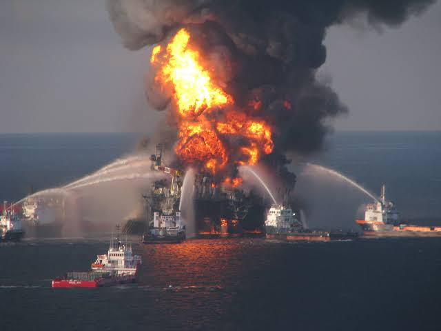 Industrial fire outbreak on Gulf of Mexico Rig